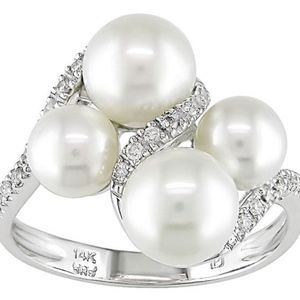 14k Gold Freshewater Pearl and 1/8ct Diamond Ring